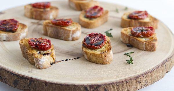 Tomato Crostini; une idée d'eat boutique | festins Salés | Pinterest ...