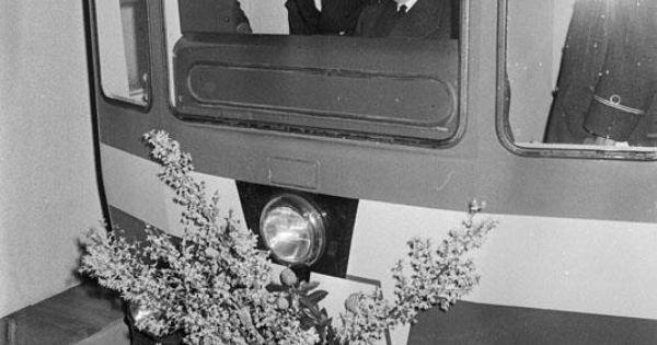 De eerste lijn van de rotterdamse metro werd geopend op 9 februari 1968 en het was daarmee ook - Keukenplan op de eetkamer geopend ...