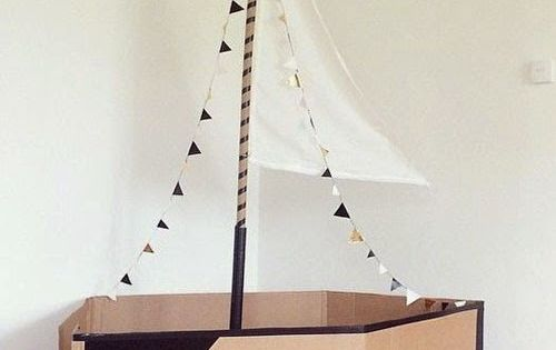 riesiger karton piratenschiff basteln lassen mit flagge. Black Bedroom Furniture Sets. Home Design Ideas