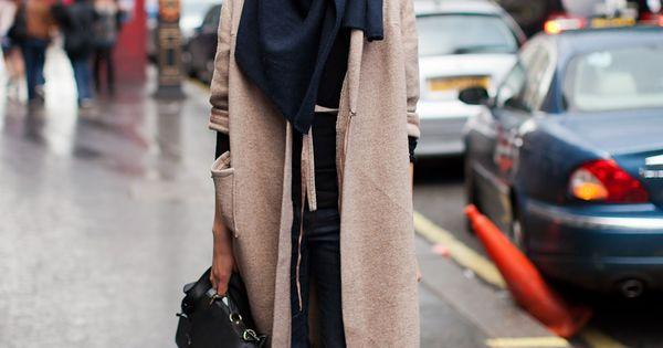 Street Style [Boots, jeans, long sweater, scarf, handbag]