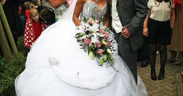 My big fat gypsy wedding star vows to burn huge white for Dress for my brothers wedding