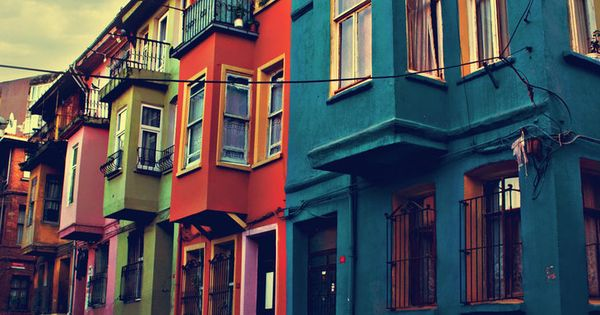 i'd love to live somewhere like this. apartments colorful city