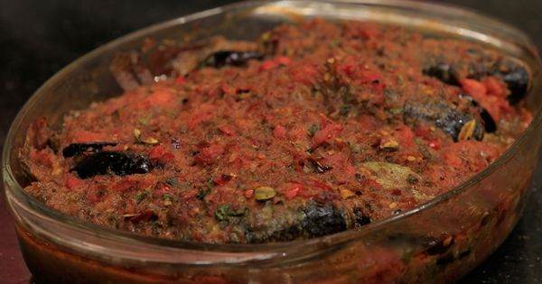 Cbc Sofra طريقة تحضير صينية سمك بلطي بالصلصة الشيف شربيني Recipe Food Seafood Desserts