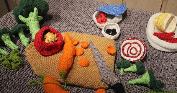 I want to make my kids knitted or crocheted food someday!