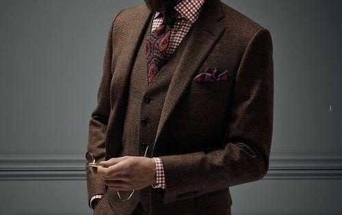 Colorful paisley tie paired with 3-piece tweed suit. Great Fall style!