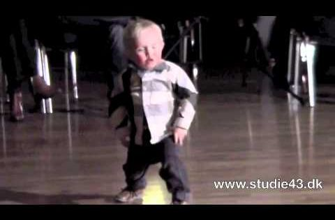 2 year old breaks it down on the dance floor!!
