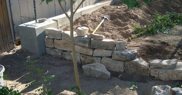 Retaining Wall And Footer Pouring Concrete Concrete Retaining Walls Retaining Wall Poured Concrete