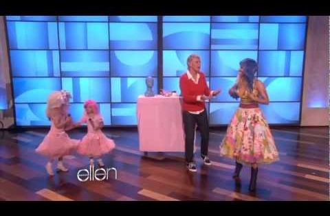 This makes me so happy! haha nickiminaj superbass sophiagrace ellen ellenshow