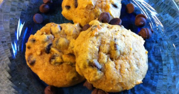 chocolate chip cookies, Pumpkin chocolate chips and Chocolate chip ...