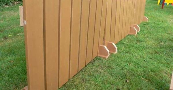Renters Can Set Up Temporary Dog Fences Diy Privacy Fence Diy Fence Temporary Fence For Dogs