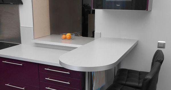 Cuisine moderne design aubergine avec snack bar de cuisine - Logiciel implantation cuisine ...