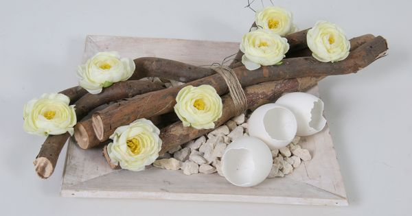 Paas schaal opgemaakt met decoratie stammen naturel decoratiesteentjes zijde bloemen en - Bed met schaal ...