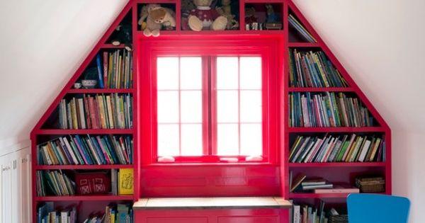 kinderzimmer mit satteldach wohnideen f r dachschr gen nutzen einbauregale dachboden. Black Bedroom Furniture Sets. Home Design Ideas