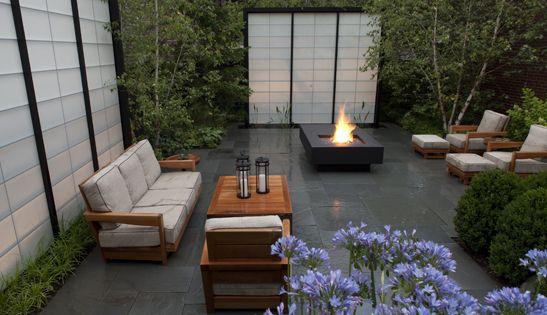 Modern courtyard chicago residential garden hoerr for Hoerr schaudt landscape architects