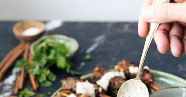 Kebab Auf Zimtstange Mit Gruner Tahina Rezept Rezepte Kebab Lebensmittel Essen