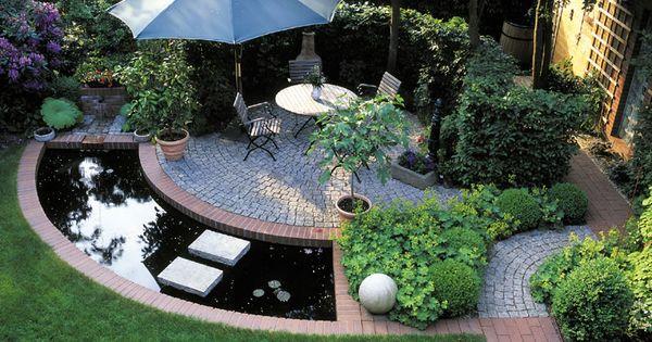 Stadtgarten mit Sitzplatz, Heike und Wasser, schattig