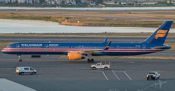 Icelandair S Flag Livery Commemorating 100 Years Of Independence And Iceland S Admission Into The World Cup Th Boeing 757 300 Boeing Aircraft Aviation Airplane