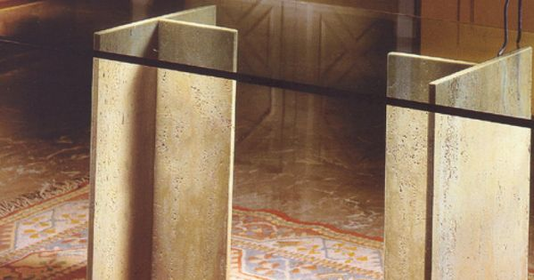 Mesa de comedor con patas de marmol cruzado y meson de for Mesas de comedor de vidrio