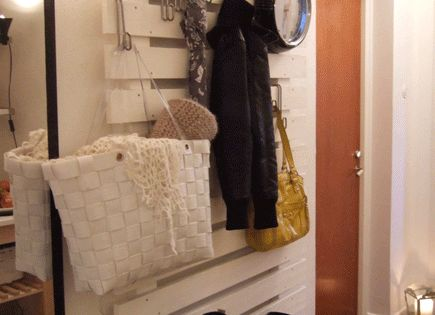 MUDROOM pallet wall organizer -- this is a very cute idea -