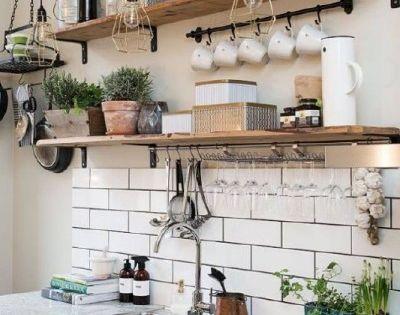 Tag res avec des planches de palettes pour la cuisine for Planche pour etagere