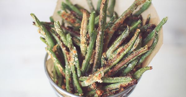Crispy Baked Parmesan Green Bean Fries! love baked green beans!