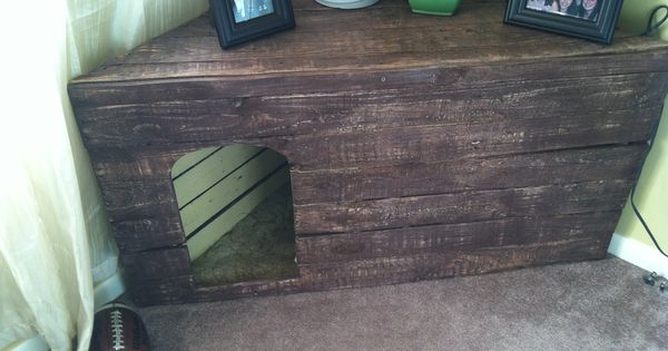 Pallet corner table dog house john just agreed to this for Pallet corner bench