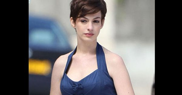 Anne Hathaway Short Haircut Beauty Hair Styles Design 400x519 Pixel