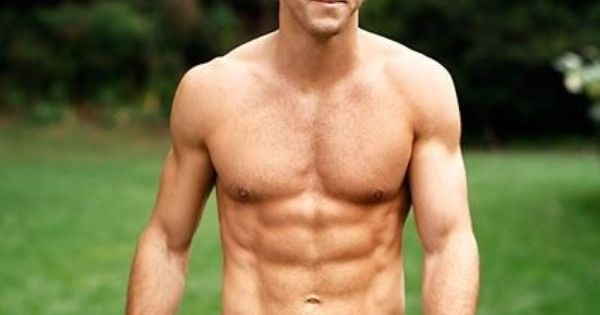 celebrity men with nice abs | Ryan Reynolds Height, Weight ... Ryan Reynolds