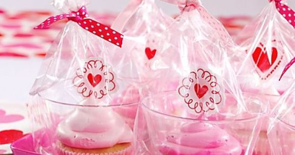 Make sweet presents out of your Valentines Day cupcakes with a cupcake.