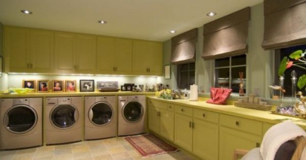 2 washers and 2 driers! Hate The color Scheme though.