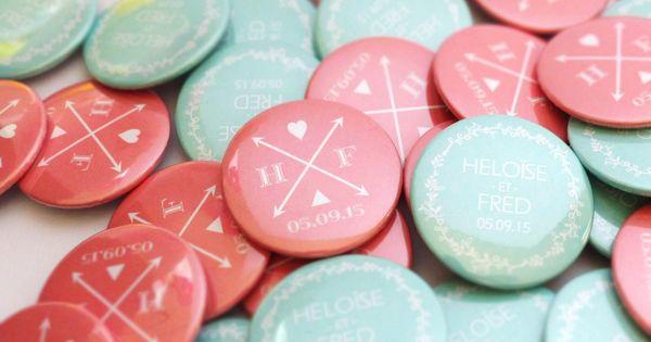 Badges de mariage personnalis s corail et vert d 39 eau faits for Badge fait maison