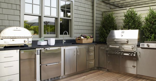 Gwyneth paltrow 39 s kalamazoo outdoor gourmet kitchen in the for Kitchen 600 kalamazoo