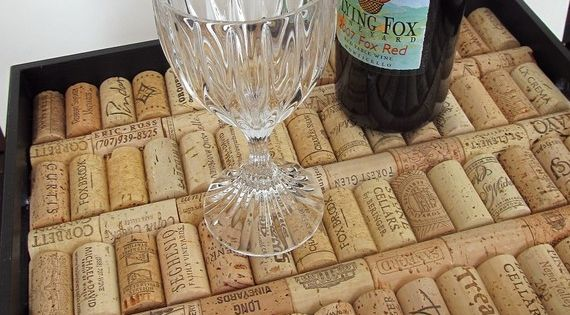 Wine Cork Tray. Loving all the cork projects!