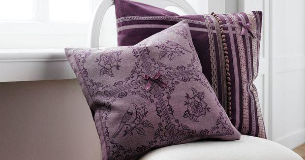 D co int rieur pourpre tendance deco interieure couleur violet coussin baro - Coussin couleur prune ...
