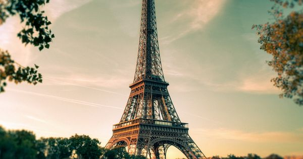 Eiffel Tower, Paris. Beautiful Scenery Wallpaper For