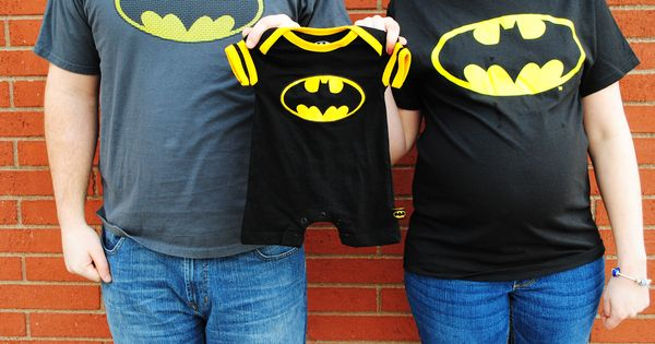 Batman theme maternity pictures idea | Superhero maternity picture posing ideas |