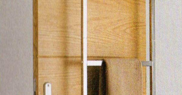 gain de place tr s design cette chelle en m tal chrome sert de porte serviettes on l 39 accroche. Black Bedroom Furniture Sets. Home Design Ideas
