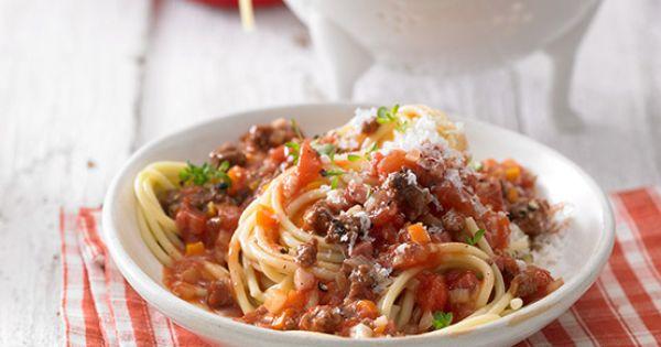 lieblings bolognese mit hackfleisch gem se und rotwein pasta leckere nudelgerichte. Black Bedroom Furniture Sets. Home Design Ideas