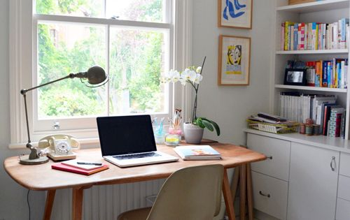 Living With Kids: Courtney Adamo very jealous of this gorgeous Ercol style