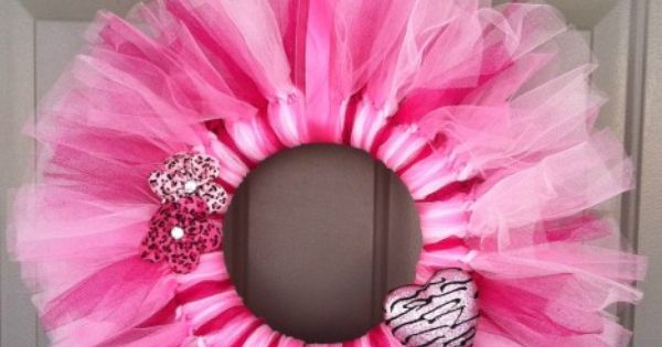 Valentine's Day Door Wreath - DIY Craft - Oh So Savvy Mom.