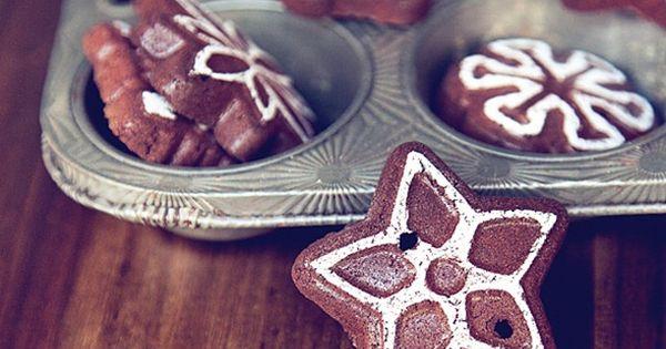 DIY:: Christmas Cinnamon Garland ~ You Need: ◾4 oz. cinnamon ◾3/4 cup
