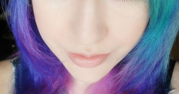 ombre hair...and look at the eye liner!! btw, what is ombre hair?