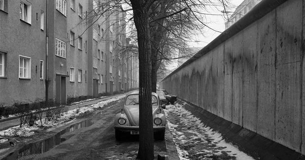 Berlin Bouchestrasse In 1986 This Was A Short Stretch Of The Berlin Wall Between Harzer Strasse And Heidelberger Strasse Where Berlin Berlin Wall West Berlin