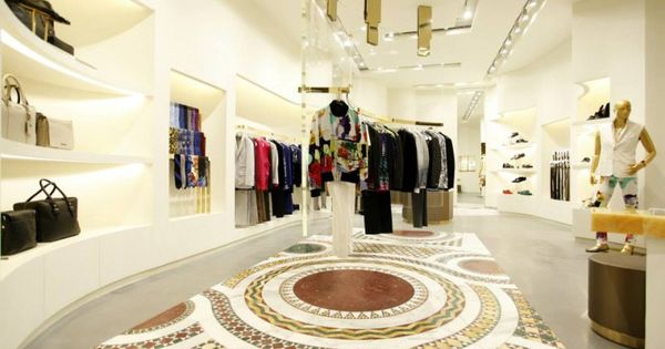 f797cd9ea1c6 boutique versace paris