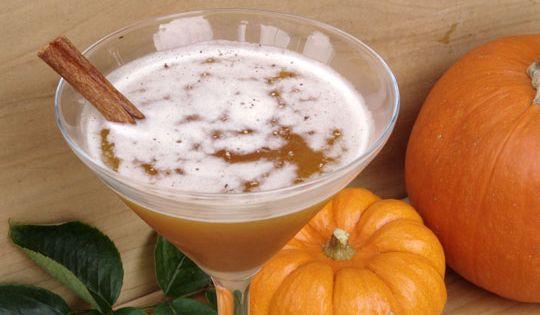The Jack-O-Lantern Halloween Cocktail: 1.5 oz Jack Daniels 1.5 oz spiced apple