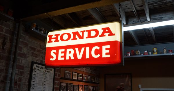 retro honda service sign at the mungenast classic