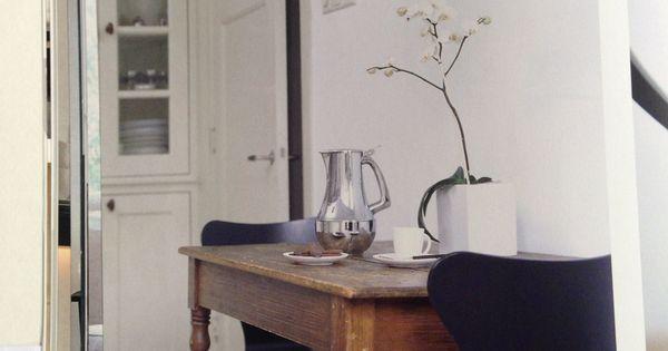Kleine eiken tafel met moderne stoelen in jaren 30 stijl keuken woonkamer jaren 30 pinterest - Kitchenette met stoelen ...