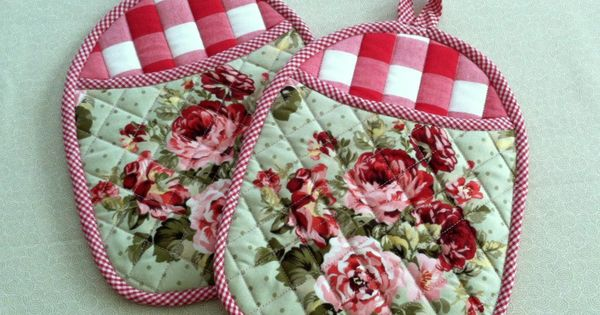 Roses And Gingham Quilted Pot Holders Set Of 2 Peach