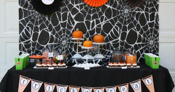 Halloween decorations : IDEAS & INSPIRATIONS Halloween Party Spooky Halloween Table