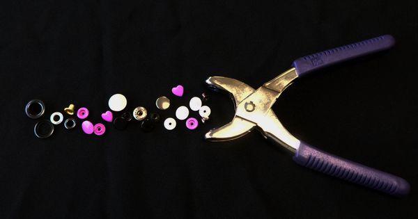 un tuto pour vous apprendre poser des boutons pressions avec la pince vario tuto sympa. Black Bedroom Furniture Sets. Home Design Ideas